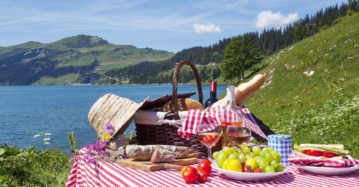 Pique-nique en bordure de lac sur le Mont-Cenis
